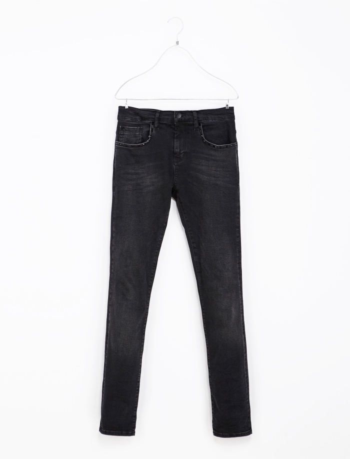 ZARA_JEANS_WITH_STUDDED_POCKET