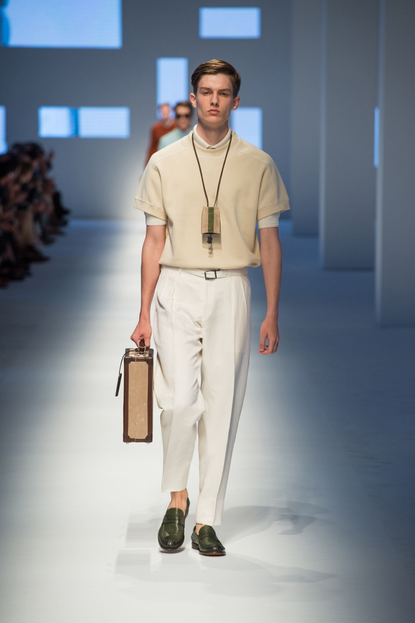 Canali-SS16-catwalk