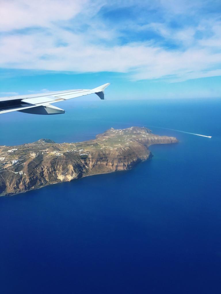 airplane_photo_santorini