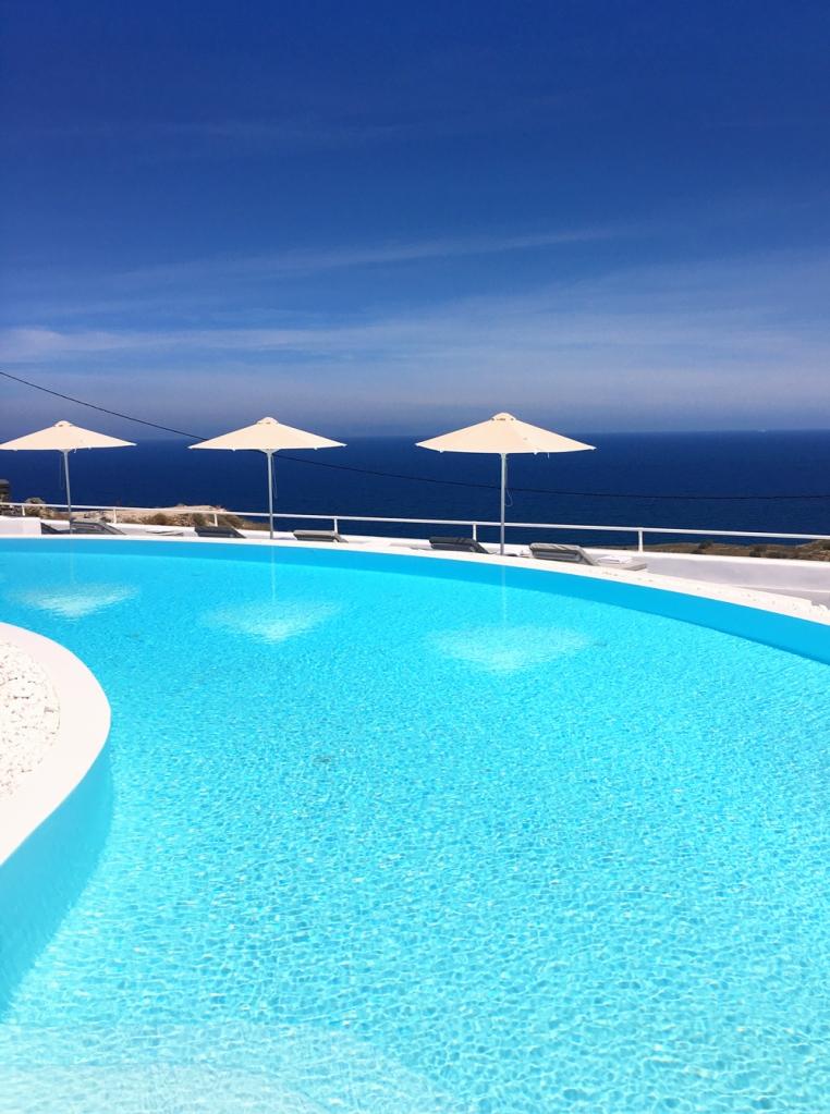 amber_light_hotel_santorini_pool_side