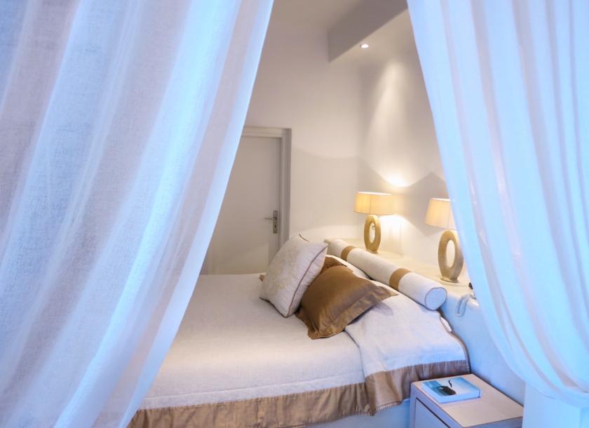 gold_suites_santorini