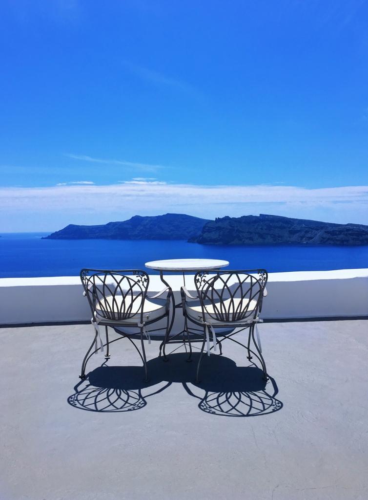 Kirini_suites_oia_santorini